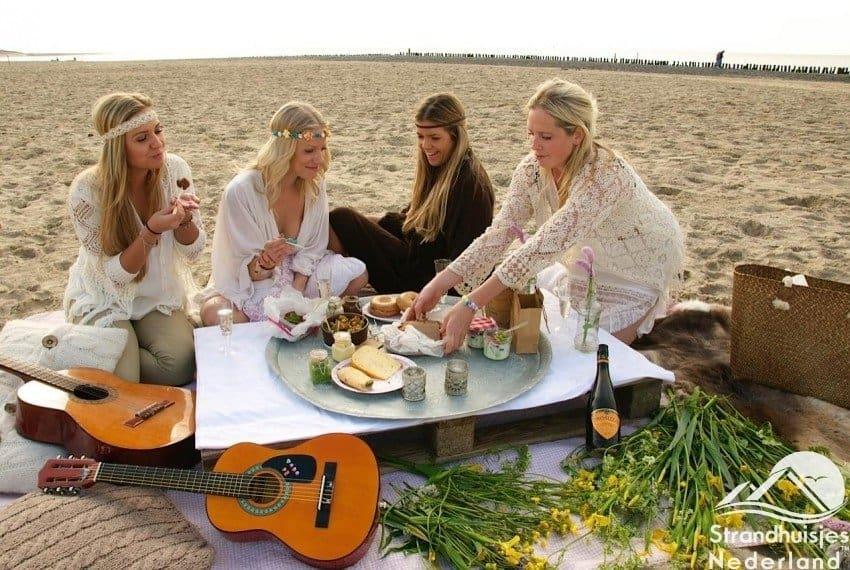 Zeeuwse meisjes op strand