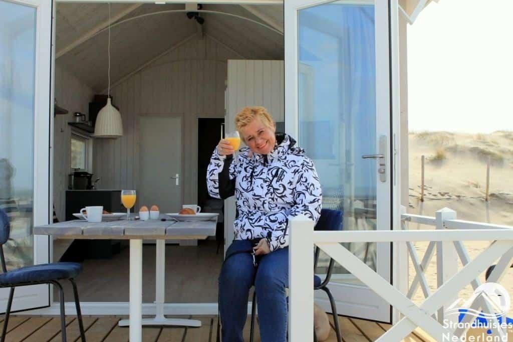 Proosten bij Haagse strandhuisjes
