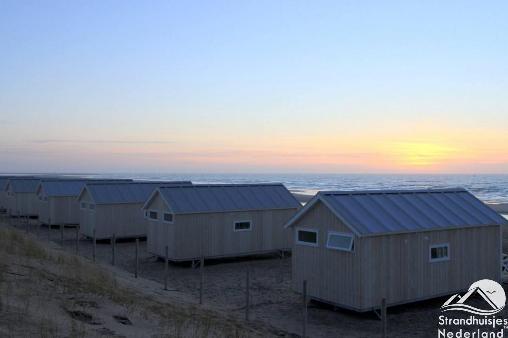 Zonsondergang Haagse strandhuisjes