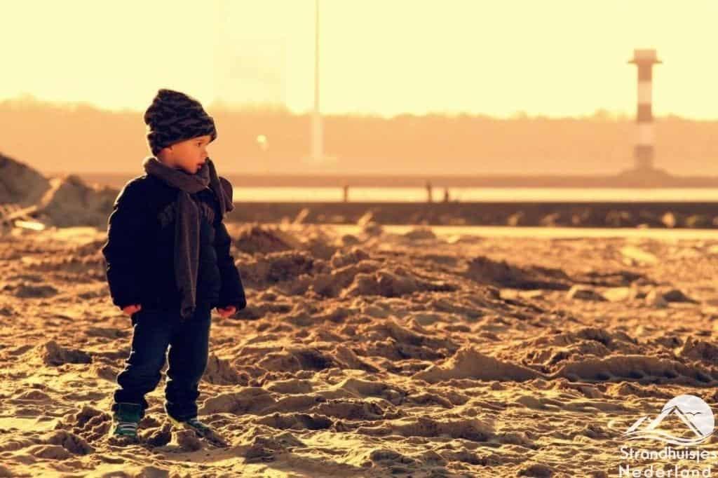 Ook in de winter is het goed vertoeven op het strand van Hoek van Holland