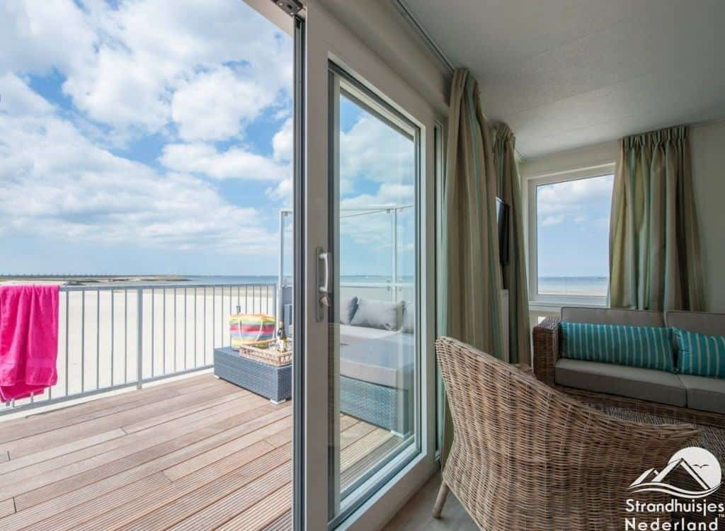 Uitzicht strandhuisje Kamperland