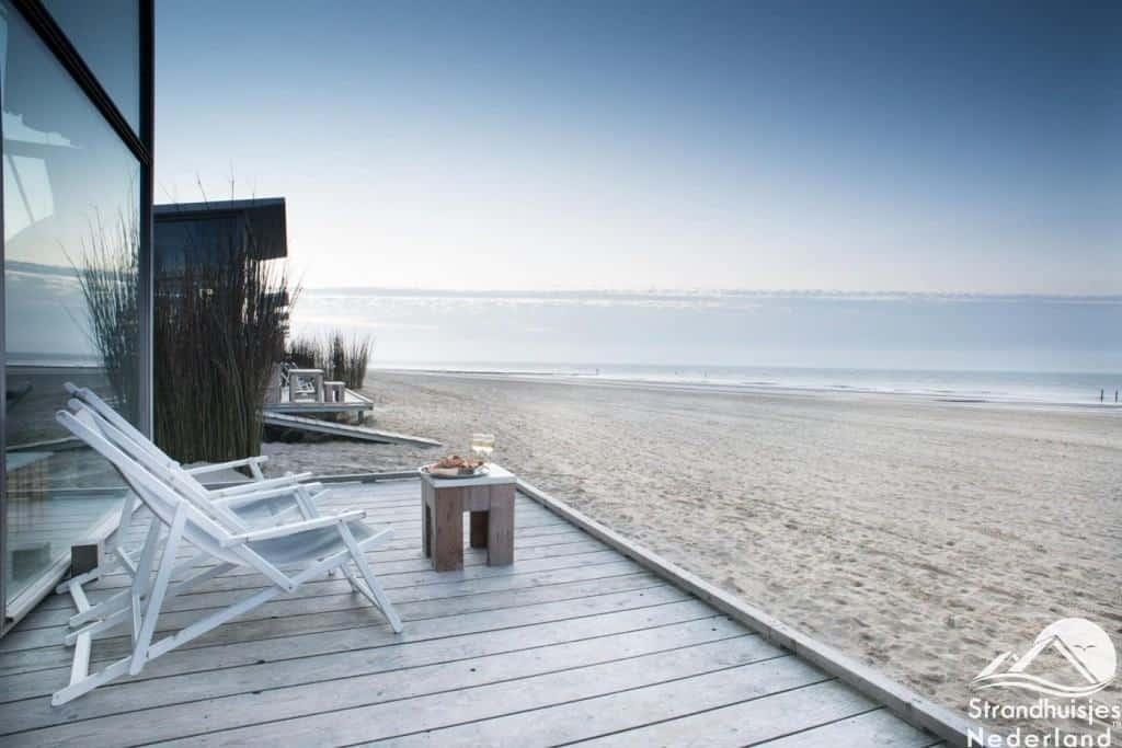 Uitzicht strandhuisjes Groede