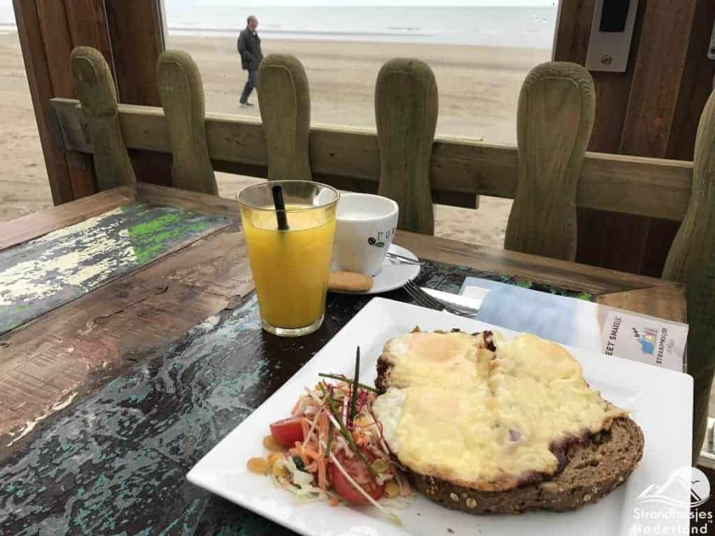 Ontbijt strandpaviljoen Wijk aan Zee