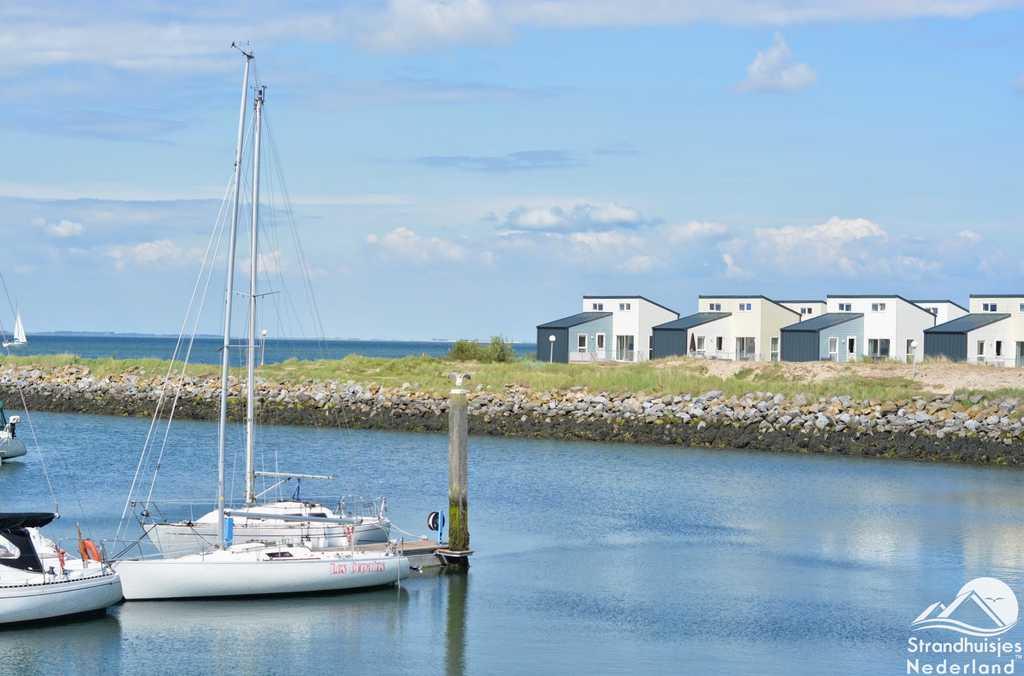 Grote strandhuizen en de haven Kamperland Zeeland
