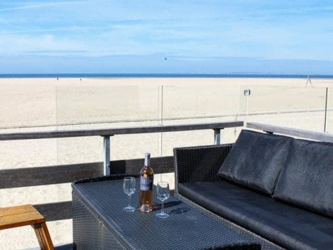Strandterras strandhuisje Breezand