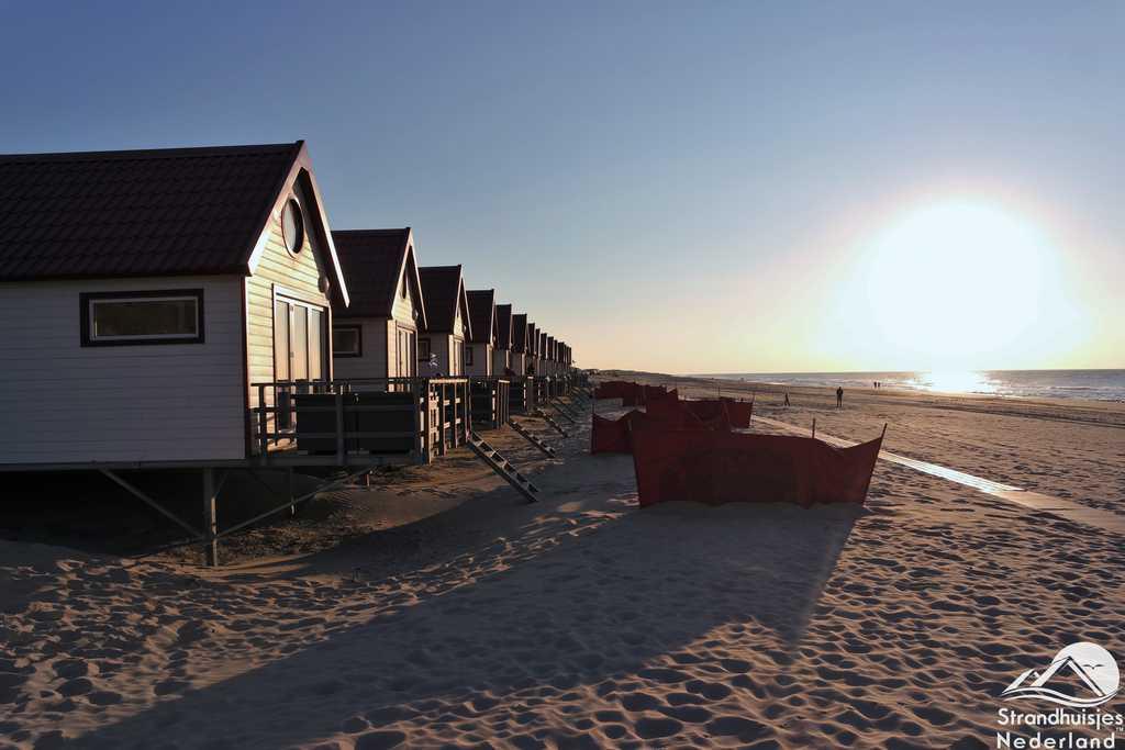 Zonsondergang strandhuisjes Domburg