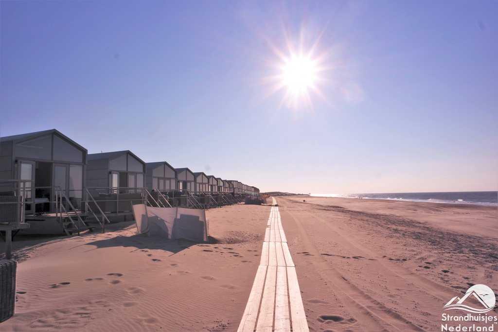 Zonsondergang strandhuisjes Slaapzand