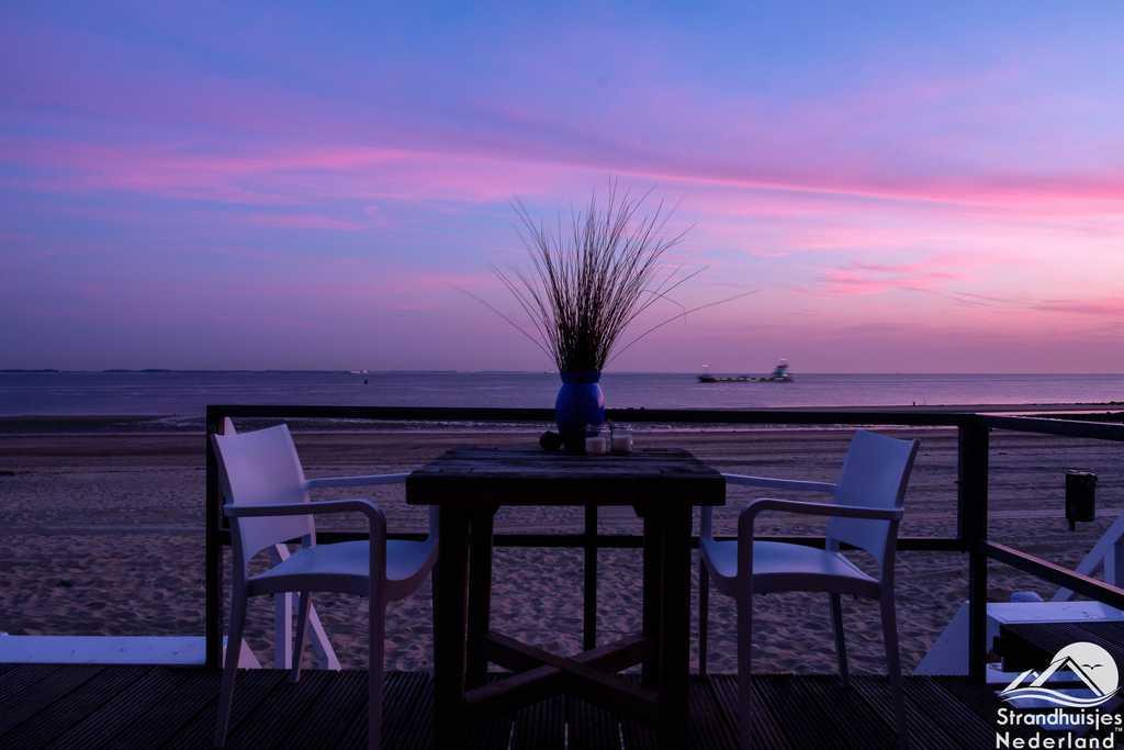 Zonsondergang strandhuisje Vlissingen