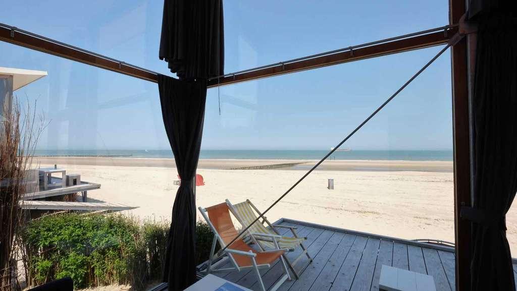 Strandhuisje Groede met zicht op zee