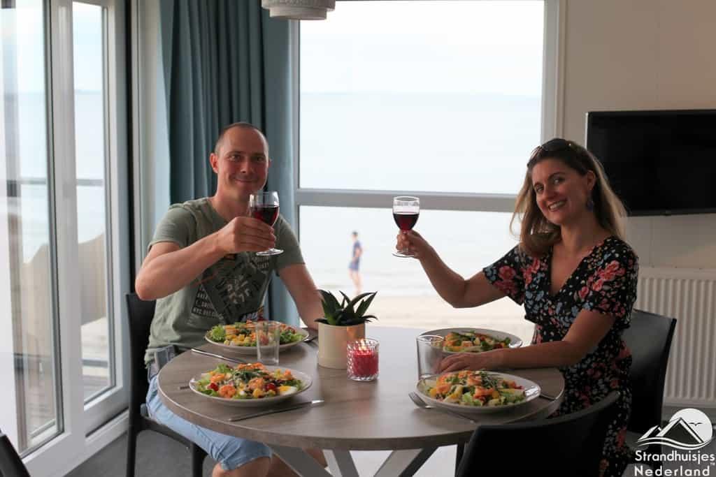 Dineren bij strandhuisjes Kamperland.
