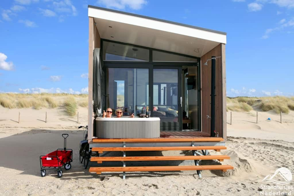 vip strandhaus mit jacuzzi das au ergew hnlichste luxus strandhaus der nl. Black Bedroom Furniture Sets. Home Design Ideas